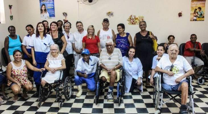 Com apoio do Morhan, pacientes em reabilitação por sequelas da hanseníase recebem cadeiras de rodas motorizadas