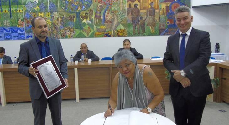 Voluntária do Morhan é homenageada em Piraquara por mais de 30 anos de atuação social